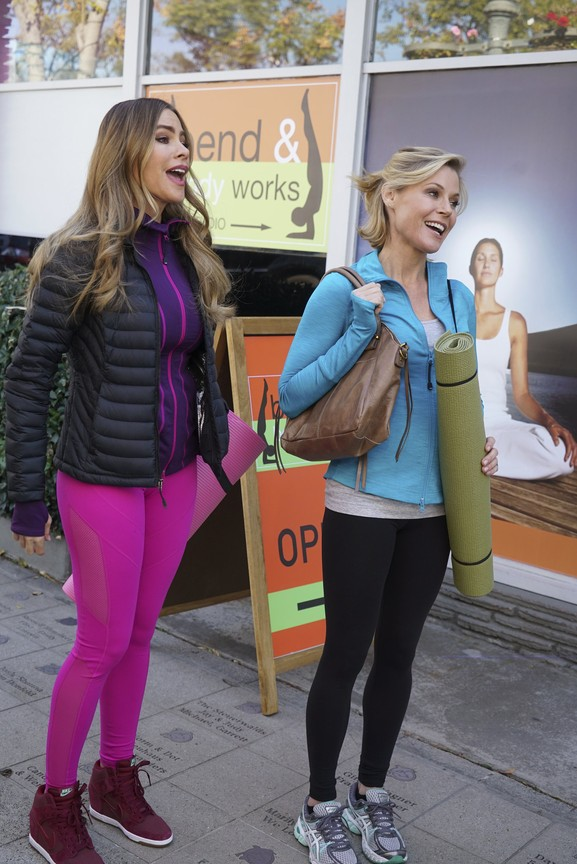 Modern Family - Season 7 Episode 16: The Cover-Up