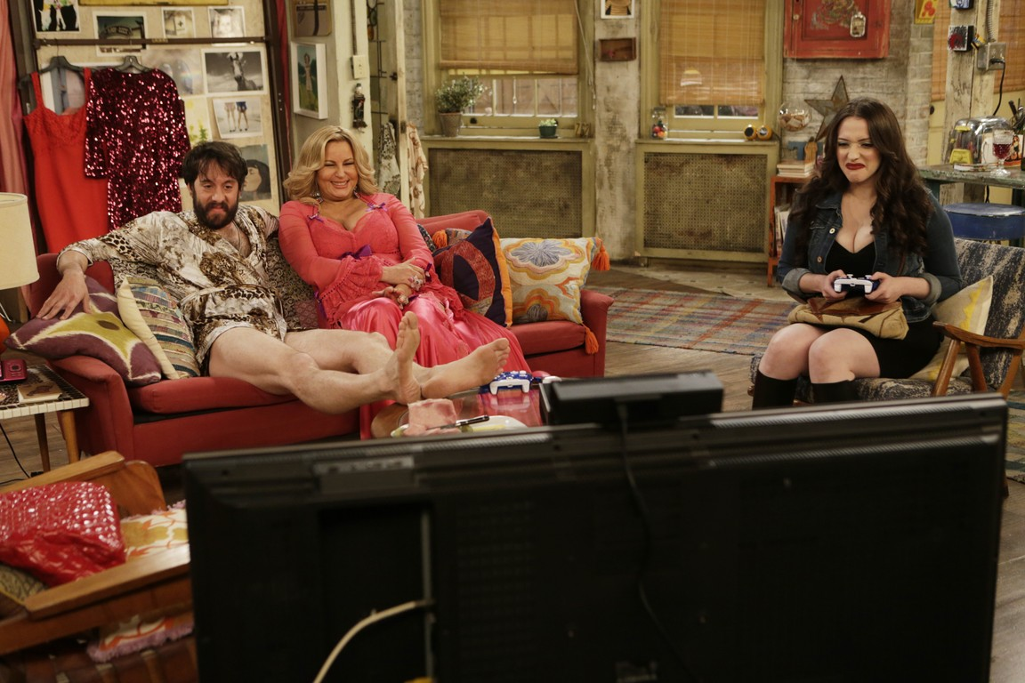 2 Broke Girls - Season 5 Episode 11: And the Booth Babes