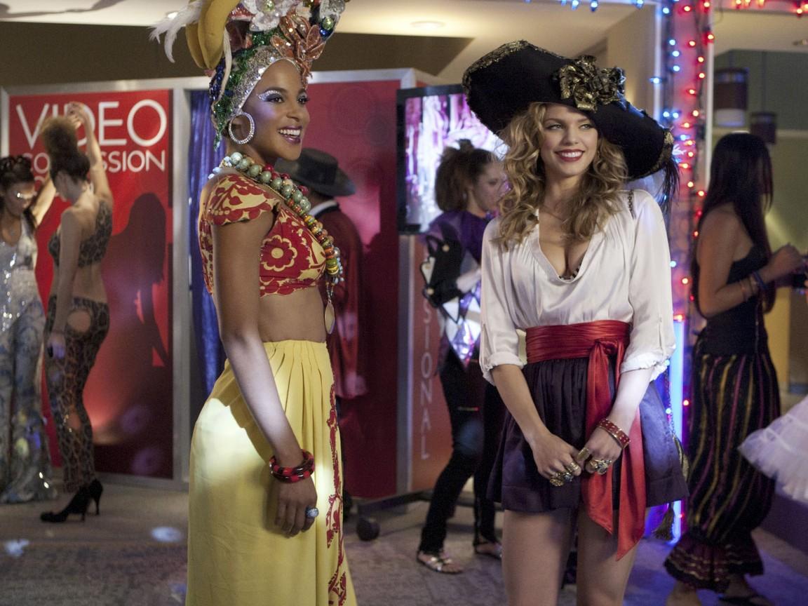 90210 - Season 4 Episode 07: It's The Great Masquerade, Naomi Clark