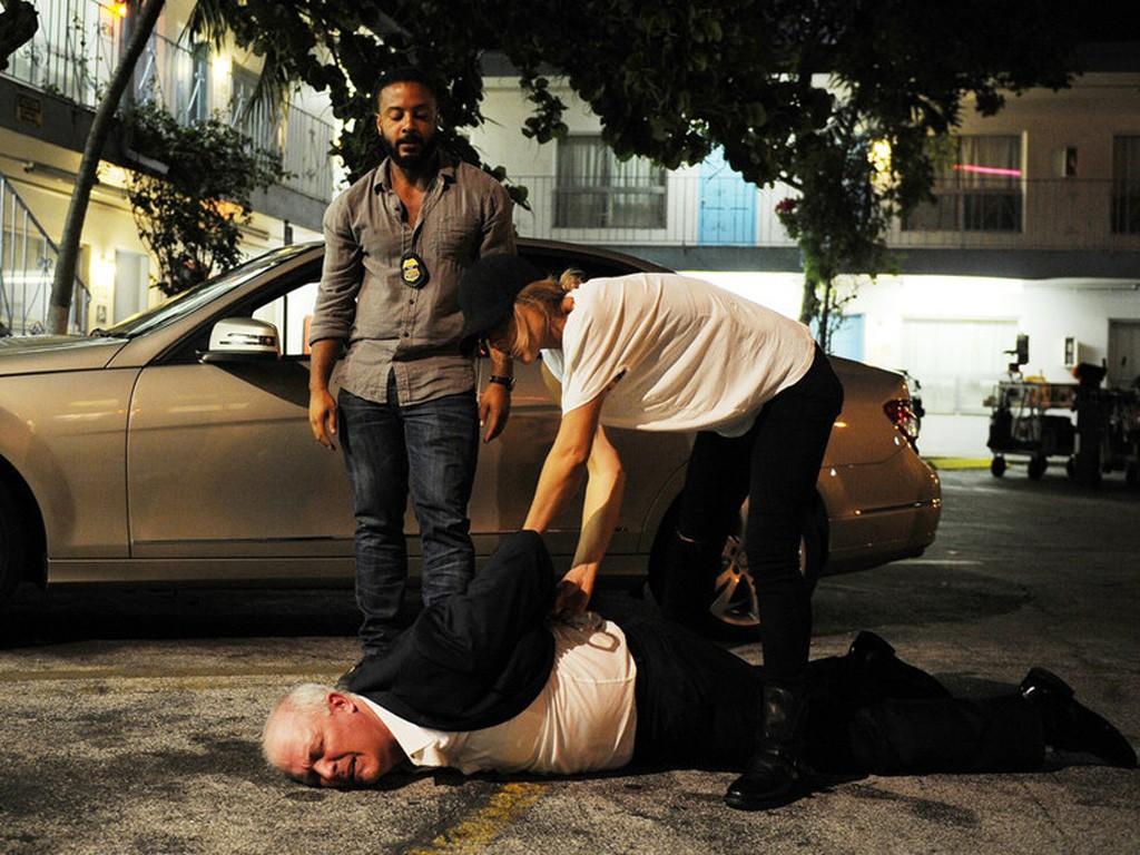 Graceland - Season 2 Episode 6: The Unlucky One