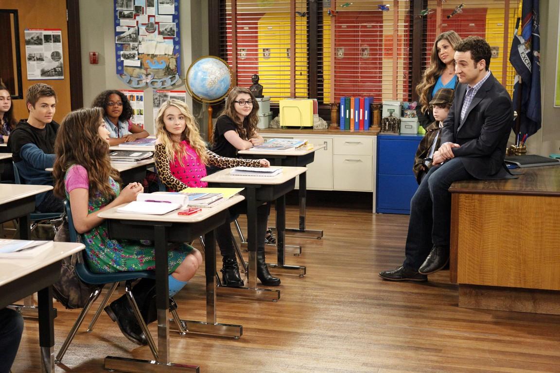 Girl Meets World - Season 2 Episode 12: Girl Meets Yearbook
