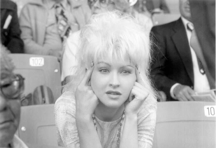 Vibes(1988)
