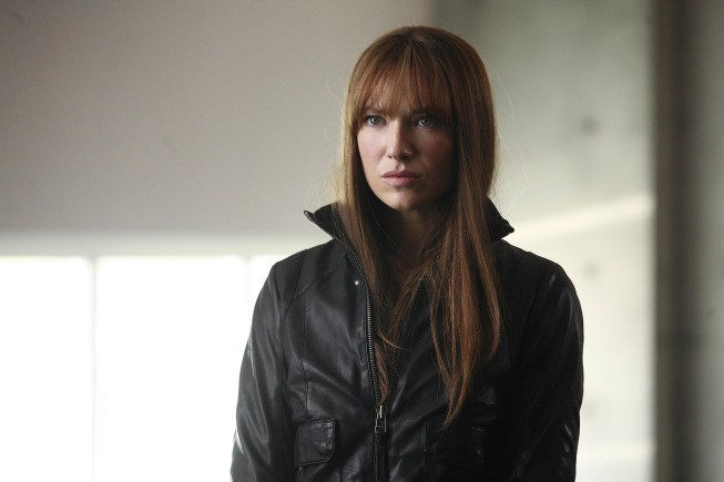 Fringe - Season 2 Episode 23: Over There (2)