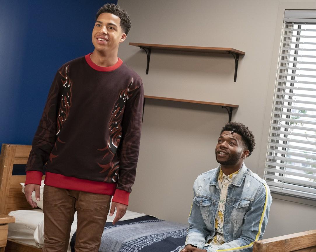 Black-ish - Season 5 Episode 01: Gap Year