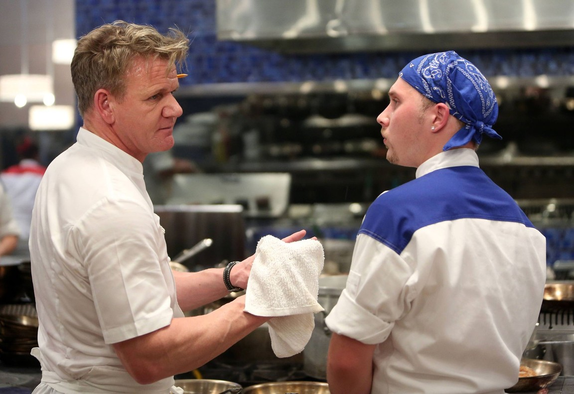 Hell's Kitchen - Season 16 Episode 06: Let the Catfights Begin