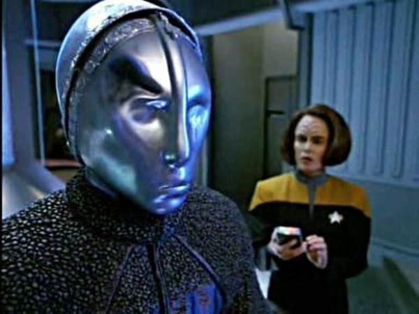 Star Trek: Voyager - Season 2 Episode 13: Prototype