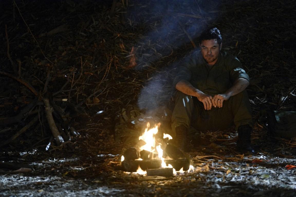 Supergirl - Season 1 Episode 17: Manhunter