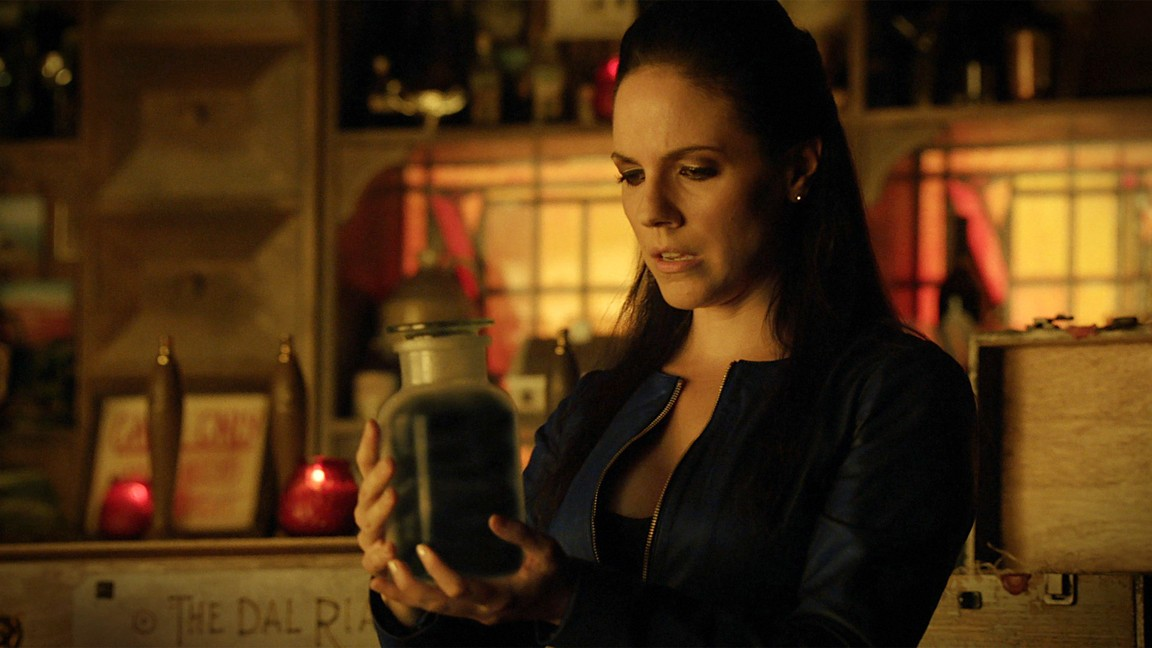 Lost Girl - Season 4 Episode 09: Destiny's Child