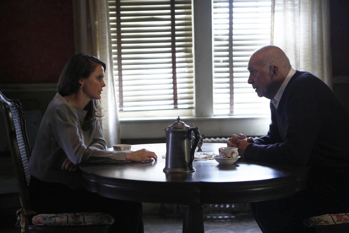 The Americans - Season 4 Episode 10: Munchkins